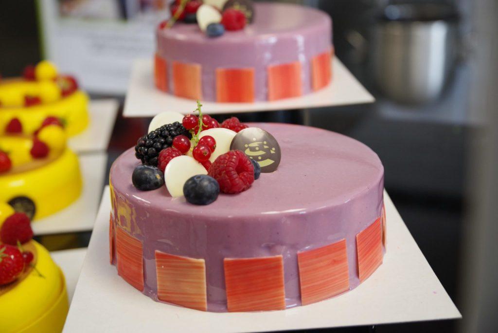 Entremet cassis violette